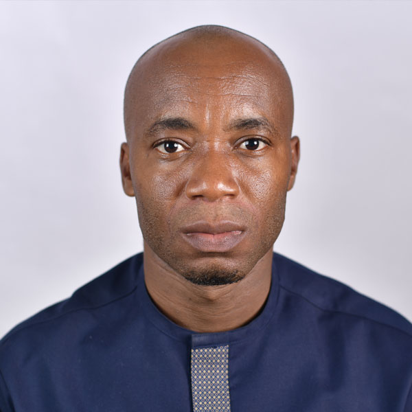 Dr Robert Onyeneke